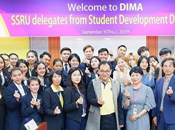 ผู้อำนวยการกองพัฒนานักศึกษา นำทีมกลุ่มผู้นำนักศึกษา บินลัดฟ้า ร่วมโครงการแลกเปลี่ยนเรียนรู้การด้านกิจกรรม กับประธานกลุ่มนักศึกษา ประธานกลุ่มเวอร์เคิลและสมาชิกจากมหาวิทยาลัย Dong Ah Institute of Media and Arts (DIMA) สาธารณรัฐเกาหลี